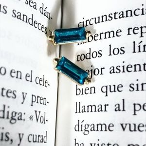 STATEMENT TINY BLUE JEWELED STUD EARRINGS